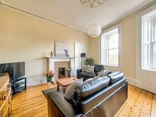 Beautifully Presented Morningside Apartment