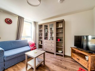 Bright 2 bed flat within reach of the city centre
