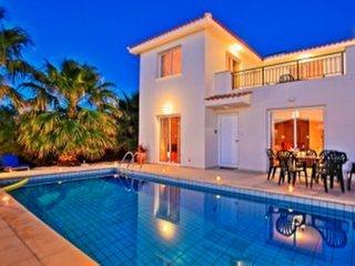Villa Petunia: Three bedroom villa with exceptional garden and pool, close to