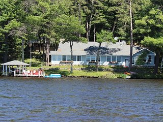 3 BR/2 BA home on the water/sleeps 10
