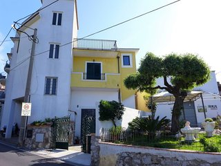 2 bedroom Villa with WiFi and Walk to Shops - 5625417