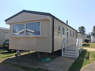 3 bed Haven Caister deluxe holiday home pets welcome large side decking