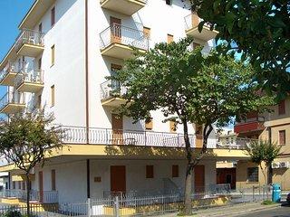 2 bedroom Apartment in Lido di Jesolo, Veneto, Italy - 5472973