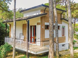 3 bedroom Villa in Lignano Sabbiadoro, Friuli Venezia Giulia, Italy : ref 568668