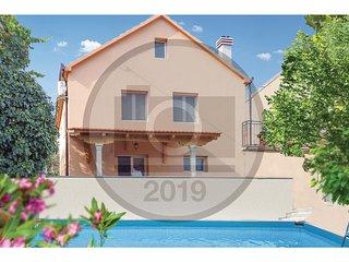 3 bedroom Villa in Pula, Splitsko-Dalmatinska Zupanija, Croatia : ref 5686664