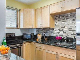 Hawaiian King #405 - 1 Bedroom, Full Kitchen, Sleeps 4