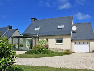 3 bedroom Villa in Trégastel-Plage, Brittany, France : ref 5436367