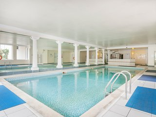 Stunning 2 bed apartment with access to beautiful private pool!