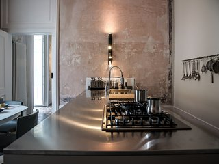 Casa Sabir | stylish home facing the food market of Ortigia