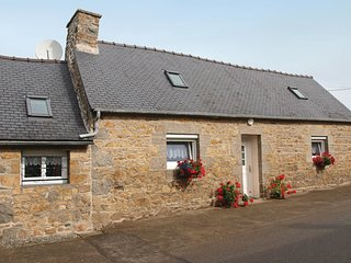 1 bedroom Villa in Caouennec-Lanvezeac, Brittany, France : ref 5536527