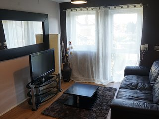 Modern Edmonton Maisonette - One Bed