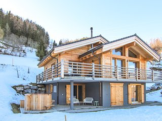 Chalet Kookaburra - Delightful 4-bedroom chalet with hot tub / stunning views