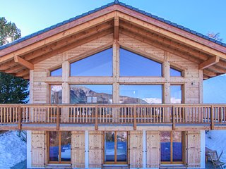 Chalet Aventure - stunning 5-bedroom luxury chalet, with sauna & fantastic views
