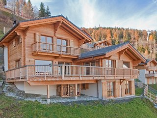 Chalet La Couronne - 5 en-suite bedrooms, ski-in & ski-out, right in the resort