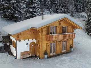 Chalet Mont Rose - Ski-in & ski-out 4-star luxury for 10 people with car access