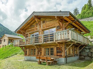 Chalet Jessica - Modern 4 bedroom chalet in traditional 'old wood' finish & 15%
