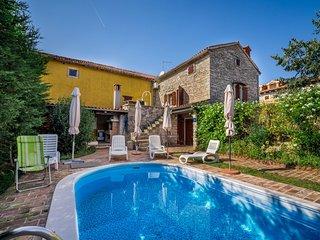 4 bedroom Apartment in Čabrunići, Istria, Croatia : ref 5518594