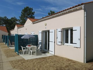 2 bedroom Apartment in Saint-Hilaire-de-Riez, Pays de la Loire, France : ref 544