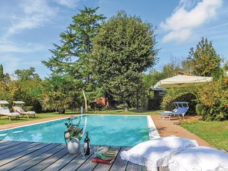 4 bedroom Villa in Le Tombe, Tuscany, Italy : ref 5686685