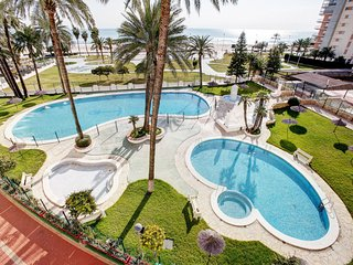 2 bedroom Apartment with Pool and Walk to Beach & Shops - 5044310