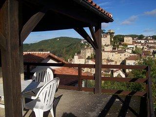 Nice house with terrace & balcony