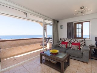 2 bedroom Apartment with WiFi and Walk to Beach & Shops - 5686428
