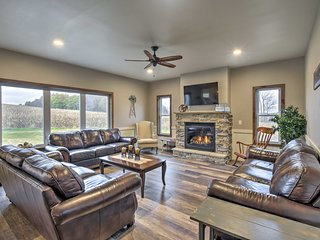 NEW-Luxe Wisconsin Dells Home w/Dock & Lake Access