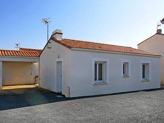 2 bedroom Villa in La Tranche-sur-Mer, Pays de la Loire, France : ref 5448160