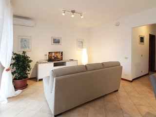 3 bedroom Apartment with Air Con, WiFi and Walk to Shops - 5380572