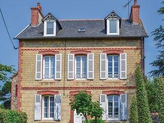 1 bedroom Apartment in Étables-sur-Mer, Brittany, France : ref 5538925
