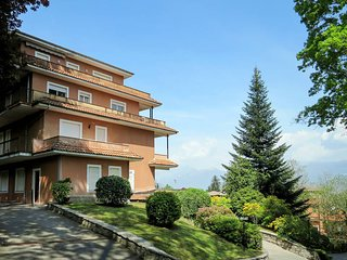 2 bedroom Apartment in Stresa, Piedmont, Italy - 5625281