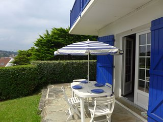 1 bedroom Apartment with WiFi and Walk to Beach & Shops - 5576829