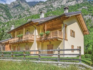 2 bedroom Apartment in Zuino, Aosta Valley, Italy : ref 5549017