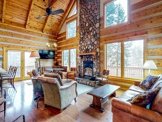 NEW LISTING! Log cabin in the heart of Woodland Park, private hot tub and sauna