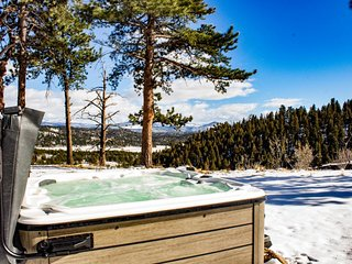 Dog-friendly, updated cabin with private hot tub and amazing views