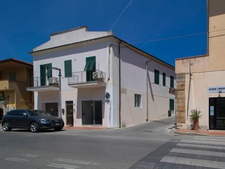 3 bedroom Villa with Air Con and Walk to Beach & Shops - 5311689