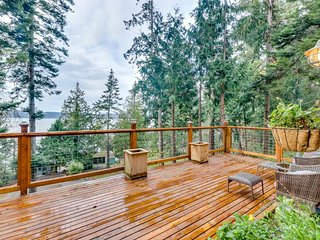 NEW LISTING! Cozy lodge w/ deck, Skagit Bay views & nearby water/beach access!