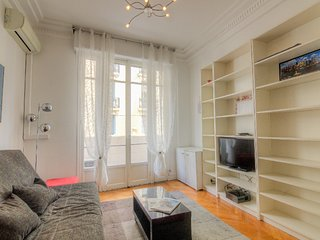 1 bedroom Apartment with Air Con, WiFi and Walk to Beach & Shops - 5029329