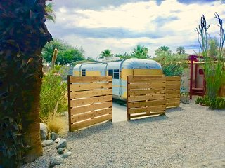 Anza Vintage Desert Glamping in awesome vintage trailer park - Go back in time!!
