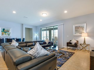 Beautiful 8BR 5Bth Windsor at Westside Home with Private Pool, Spa and Gameroom