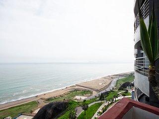Oceanfront Penthouse in Miraflores