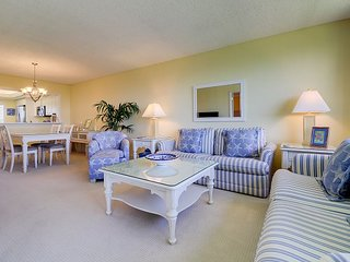Loggerhead Cay #314: Stunning East End Condo Steps to Sanibel Beaches!