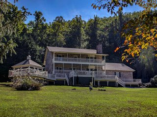 Enchanted Smoky Mtn. Villa on 8 Acres w/ Hot Tub!