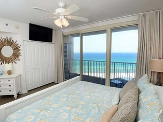 Beach Chair Service Included! Two bedroom with bunk room. Tempurpedic Bed in Mas