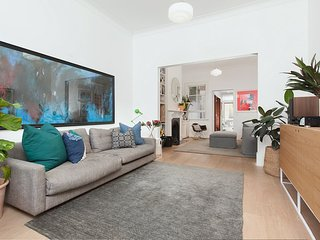 Bright Family Home in the Heart of Balmain H431