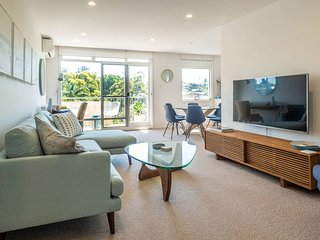 LUXURY LIVING IN DOUBLE BAY H428