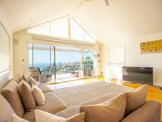 Spacious Family Home Overlooking Tamarama Beach H439