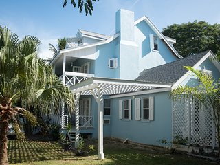 Villa Anna Spacious 4 Bedroom House Near Paradise Island (Atlantis) Sleeps 9