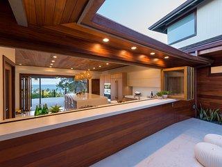 Spacious modern Hawaiian luxury villa - steps from beach, Diamond Head, Waikiki
