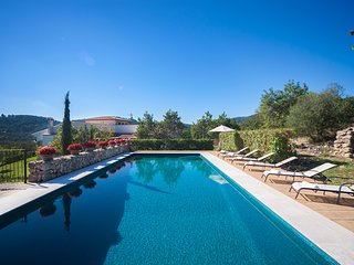 Beautiful 12 person villa with pool in the mountains near the village Caimari.